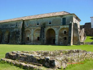 Vista frontal da Fortaleza de Santa Cruz do Anhatomirim