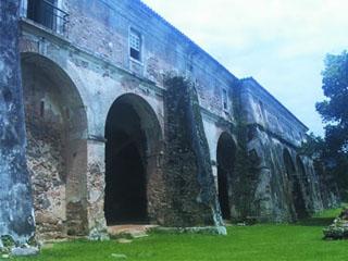 Vista lateral da Fortaleza de Santa Cruz do Anhatomirim