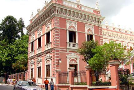 Vista frontal do Museu Histórico Palácio Cruz e Sousa