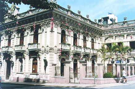Vista lateral do Museu Histórico Palácio Cruz e Sousa