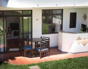 Gramado na frente das ilhas 3 e 5 no Hotel Sete Ilhas em Florianópolis Santa Catarina