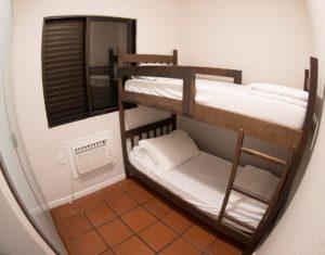 Quarto de solteiro com beliche das ilhas 3 e 5 do hotel Sete Ilhas em Florianópolis, Santa Catarina