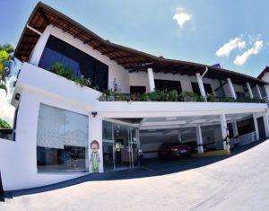 Área externa do apartamento duplex no Hotel Sete Ilhas em Jurerê, Florianópolis.